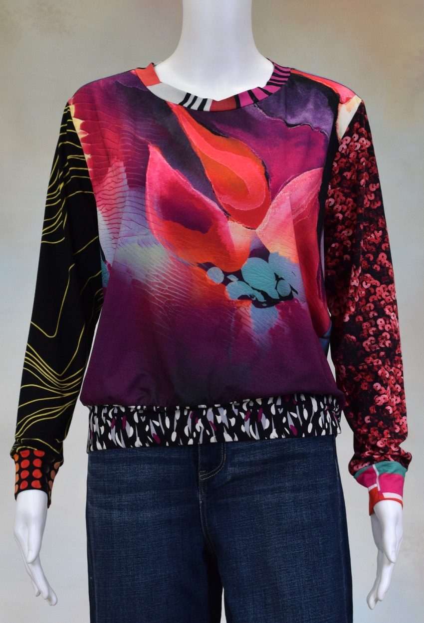 One of a Kind Fun Banded Jersey Pullover Meduim 404